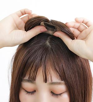 人毛トップヘアピースのつけ方4